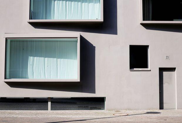 Wiercenie nietypowych otworów w betonie - kiedy i gdzie się stosuje?